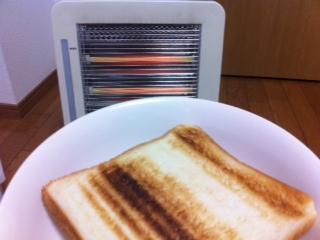 電気ストーブでトースト