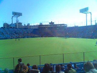 神宮へ野球を見に行く